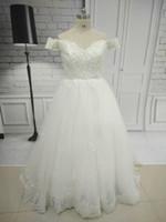 Dubai A-Line Cap Sleeve Lace V Neck Bröllopsklänningar Kvinnor Slott Sweep Train Bridal Gown Zipper Elegant Bröllopsklänning Gratis Bröllopsslöja