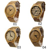 Venta al por mayor 10pcs Modelo clásico Relojes de cuero genuino de bambú Dial de bambú Moda simple Hombre reloj de pulsera de madera Reloj de madera de madera natural