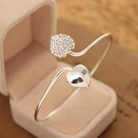 다이아몬드 더블 사랑 모양의 매력 실버 도금 커프 팔찌가있는 간단한 성격 여성의 심장 팔찌