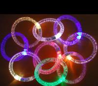 Braccialetto lampeggiante a LED multicolore che illumina il braccialetto in acrilico per il braccialetto da regalo a LED per la danza calda di Chiristmas da bar per feste