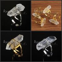 10pcs all'ingrosso ordine misto argento / oro placcato pietra chiara cristallo di quarzo pietra forma casuale gioielli anello regolabile dito