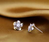 Elegant plommon blomma 925 sterling silver varm försäljning skiner diamant krona stud örhängen smycken vacker bröllop / förlovning gåva gratis shipp