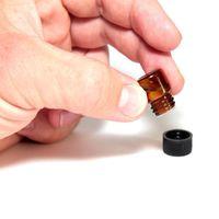 1000 sztuk / partia 1 ml 2 ml Mini Bursztynowe szkło Essential Oil Butelki Przykładowe Reduktor Czapka Refillable Butelki szklane fiolki na sprzedaż