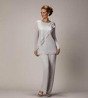 2020年のエレガントなプラスサイズのシルバーの母親のズボンスーツ花嫁の新郎の母親のための母親のためのシフォン結婚披露宴イブニングガウンウエディングドレス