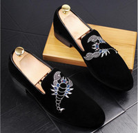 New 2018 mens fashion velvet loafers pointed toe slip on fla...