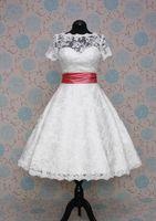 New Princess Lace A Line Abiti da sposa con maniche corte W1416 Abiti da sposa Tea Length Staccabile Sash Immagine reale Fashion Sheer Modern