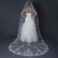2015 Son Ucuz 1 Katmanlı Düğün Veils Aplike Kenar Tül Şapel Uzunluk Gelin Tiaras Beyaz Fildişi Gelin Aksesuarları Ile Tarak EN52813