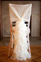 2015 Romantisk Elfenben Organza Ruffles Chair Cover Sashes Bröllopsdekorationer Vackra stol dekorationer