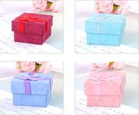 Haute qualité bijoux boîte de rangement en papier multi couleurs bague boucle d'oreille emballage cadeau boîte pour bijoux 4 * 4 * 3 cm 120pcs / lot