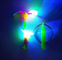 LED incroyable flèches jouets volants mouche hélicoptère flèche parapluie enfants Jouets pour enfants Cadeaux Vente chaude Livraison gratuite