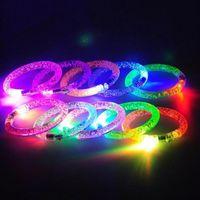 Akrylowa Bransoletka Lekka 1 PC Bransoletka Flash Bransoletka LED Emitowanie Elektroniczna Party Dla Dzieci Zabawki Kolorowa Świecąca Świecąca Bransoletka Wysoka Jakość
