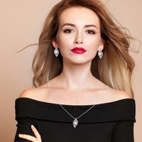 Earrings & Necklace Jewelry Sets HADIYANA Understated Luxury Fashion Leaf Cubic Exquisite Simple Pearl Design Women High Quality CN1132 Bisu