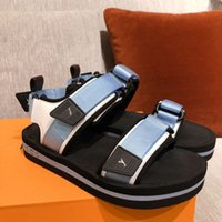 2021 Moda İlkbahar Yaz Açık Bayanlar Plaj Sandalet Lüks Yüksek Kalite Rahat Platformu Ayakkabı Boyutu 35-41