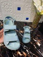 Kobiety Sandały Sweet Magic Stick Waterpoof Beach Shoes Designer Dwa Stripped Otwarte Płaskie zjeżdżalnie z paskiem na pięcie