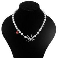 Chokers Luminous Pearl Bead Necklace Alloy Smycken Spindel Charm Hängsmycke Halsband för Kvinnor Tjej Tillbehör Red Rhinestone Punk Choker