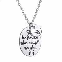 """Collane pendente La fede con maneggersi a mano """"Lei credeva di poterlo fare"""" forma ovale con una collana di uccelli per te o regalo amico"""