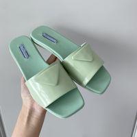 2021 En Kaliteli P Marka Moda Tasarımcısı Spor Terlik Revival Düz Katırlar Ayakkabı 2021ss Erkekler Kadınlar Slaytlar Üçgen Sandalet Yeşil Siyah Pembe Beyaz Yaz Çevirme