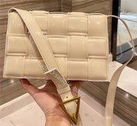2021 레이디 어깨 가방 클러치 토트 크로스 바디 럭셔리 패션 핸드백 유명한 디자이너 캐비어 정품 가죽 지갑 레이디의 크로스 바디 누비 이불 플랩 사각 가방