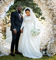 Scoop Neck Long Sleeves Ball Gown Wedding Dress Court Train Corset Back Plus Size Satin Bridal Gowns Vestidos De Novia
