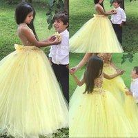 2021 Balo Sarı Çiçek Kız Elbise Düğün için Sevimli Kat Uzunluk 3D Çiçekler Prenses Kabarık Tül
