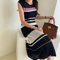 2021 Yeni Tasarım kadın Kore Moda Kolsuz Renk Blok Şerit Desen Tığ Oymak Örme Maxi Uzun Tank Elbise