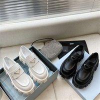 Chaussures de haute qualité Locaux de vachette Soft Caoutchouc Plate-forme Sneakers Noir Cuir brillant Slipper Coffret De Fantaisie Chunky Ronde Tête Sneaker avec boîte