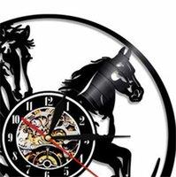 1 Adet Led Aydınlatma Hayvanlar Duvar Saati At Binme Lazer Kazınmış LED Arka Işık Modern Saat Hediye Için Horseman1 685 V2
