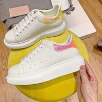 Pequeños zapatos blancos y zapatos casuales para hombres y mujeres, moda gruesa con cojín de aire Suelo de verano Tamaño de zapato transpirable 36-45