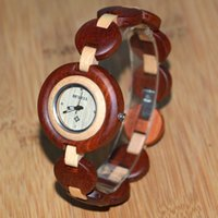 빈티지 우아한 여성 sandalwood 손목 시계 어머니 선물 여성을위한 완전히 나무 팔찌 팔찌 시계 간단한 나무 시계 작은 둥근 다이얼