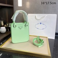 2021 الفاخرة مصغرة حقائب اليد الخضراء للجنسين أكياس الهاتف مصممو crossbody واحدة shouder النساء تغيير المحافظ أسود أبيض حقيبة يد عالية الجودة مثلث PD21042001