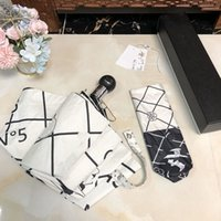Blanco y negro plegable paraguas estilo simple letra floral camelia redondo mango paragulas bhj