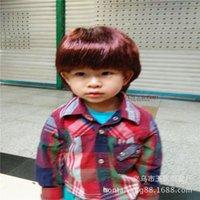 Braune antike dunkle kinderbekleidung speicher fenster männer haarperücke