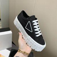 2021 plate-forme casual chaussures motocross pneus définit la hauteur de la toile surdimensionnée augmente Sneaker design inhabituel de chaussures de baskets gabardine de nylon triangle