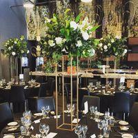 Venta al por mayor Gold Flower Soporte Center Pieza central Decoración de la boda Vasines Tall Pantalla Tabla de mesa Decoración superior 210408
