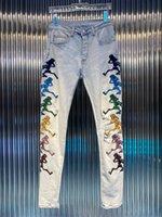 Мужские брюки Джинсы Длинные тощий цветной череп вышивка прямой разорванный дизайн отверстия Джинсовые мужчины дизайнеры одежда детей