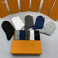 Designers de la mode de haute qualité Chaussettes pour femmes Cinq paire Luxe Sports Winter maille maille chaussette imprimée avec boîte