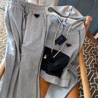 Tuta da donna Autunno Autunno Inverno Sportswear Designer Due pezzi Set di moda con la lettera triangolo invertito Lettera di alta qualità Tracksuit Dimensioni S-L