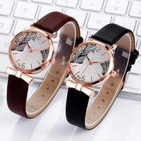 Relojes de pulsera Luxury Women Simple Estilo Relojes Casual Señoras Cuero Hoja Dial Cuarzo Analógico Regalo Reloj Relogio Feminino