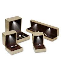 Золотой высококачественный фортепиано лакировать алмазное кольцо коробки света светодиодные ожерелье коробка включает обручальное кольцо Box браслет