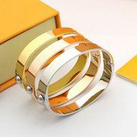 Unisexe Love Bracelets Mens Bracelet Femmes Diamant Gold Cuffs Mode En Acier Inoxydable Classic Large Bracelet Engagement Party Bijoux avec boîte