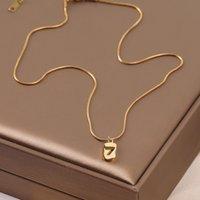 Acero de titanio Diseño especial de interés especial NUEVO LUCKY NURE Número 7 Collar Femenino Temperamento InS Simple exquisito estilo frío Clavícula Cadena de clavícula Moda