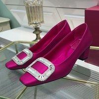 2021 Chaussures de talons moyens pour femmes Chaussures officielles carrées Toe bleue Vert Mode Cuir Doré Sabre Golden Sabre Bloc Talaud Fermeture de pompe à semelle en caoutchouc
