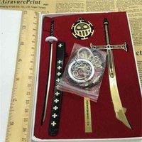 Cwfdy 6 pcs / set um peça keychain TRAFALGAR LEI RING HOLDER Dracule Mihawk Black Sword Brinquedo Chaveiro Homens Chaveiro Cosplay 210409