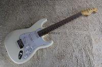Fen Stratocaster Custom Shop أبيض توقيع كهربائي غيتار كروم الأجهزة St Strat مخصص الجسم @ 16