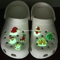 100pcs PVC personalizzato PVC luminoso serie di natale Glow scarpe charms per coccodrillo zero accessori scarpa incandescente al buio