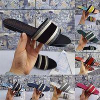 Sandalias para mujer bordados Zapatillas florales Brocado Tacones bajos Cuero Diapositivas de goma Flores deslumbrantes Plataforma Luxurys Diseñadores Sliders Mocasines con caja