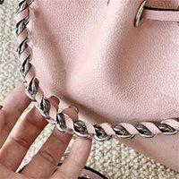 2021 Moda Marka Tasarım Kadın Delikli Kova Çanta Gerçek Buzağı Deri Yuvarlak Sikke Çanta Omuz Çantaları Gümüş Zincir Crossbody Çanta 2on Satılık