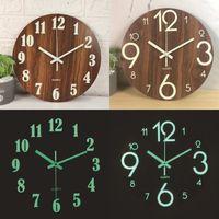 Relógio de parede de madeira Luminous Pendurando relógios silenciosos brilhantes escuros modernos relógios home decor