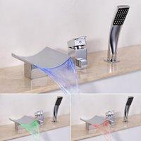 Montaje de cubierta LED Cascada Faucet de bañera con ducha de mano 3 Agujeros de bañera romana incluyen válvula y juego de mesa de baño