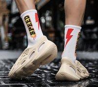 Con caja 2021 Kanye Foam Runner West Hombres Mujeres Corredores Sandalias Sandalias Sandalias Enflame Naranja Desierto Arena Resina Plataforma de hueso Mujer WOM I2PX #